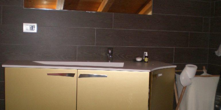 bagno-2-piano-con-lucernale-munito-di-tendine-oscuranti