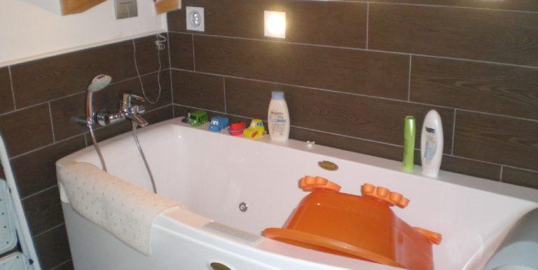 bagno-2-piano-con-vasca-idromassaggio-iacuzzi