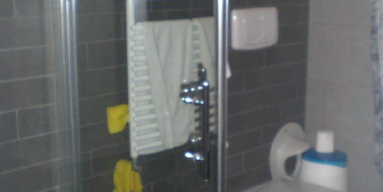 bagno-piano-inferiore-sanitari-e-termoarredo