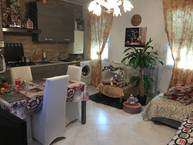 vendesi appartamento luminoso, ristrutturato in palazzina ristrutturata  €. 140.000,00 Tr.