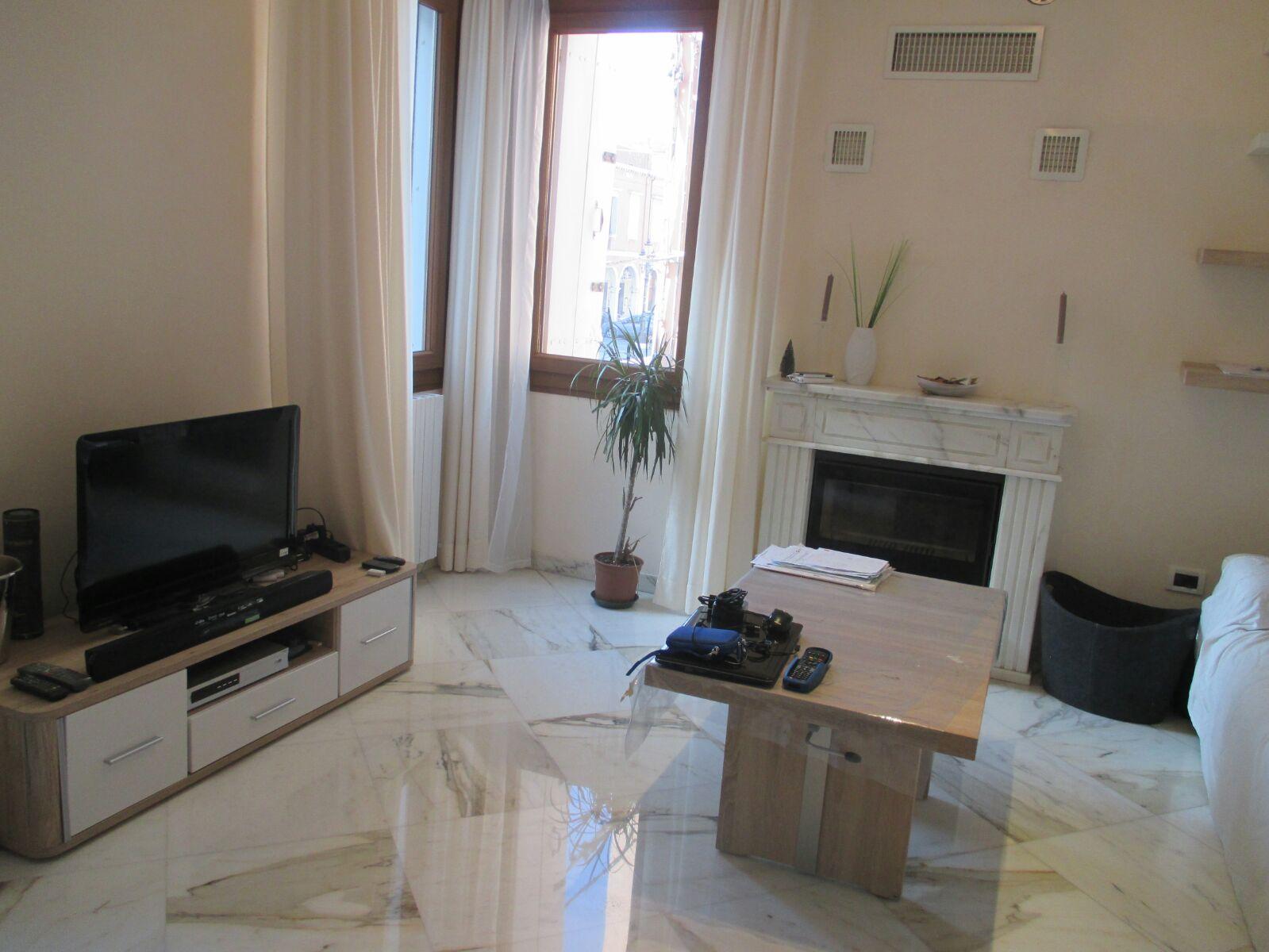 Vendesi appartamento ristrutturato di 70 mq.con affaccio sul Corso del Popolo PREZZO RIBASSATO