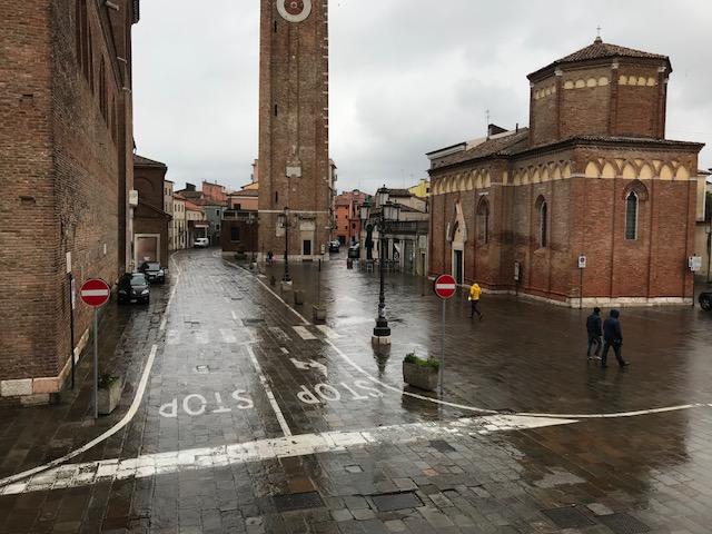 Vendesi Appartamento da ristrutturare di 70 mq. con affaccio sul Corso di Chioggia PREZZO RIBASSATO